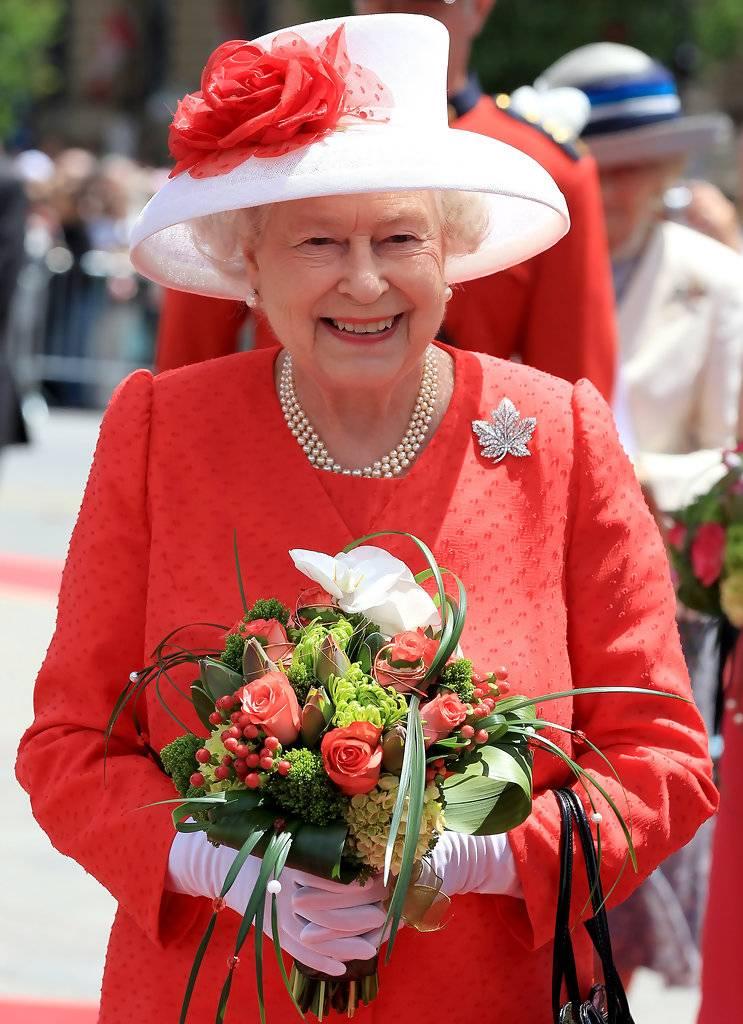 необычная, она королева великобритании елизавета фото молодость для нанесения